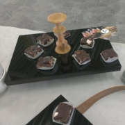 Serveerplateau graniet met hout voor chocolade Goeters
