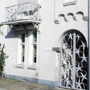 Balkonhek-en-sierpoot-eigen-ontwerp-Goeters