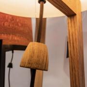 Detail-van-vloerlam-van-hout-knopje-ook-handgemaakt-van-hout-Goeters