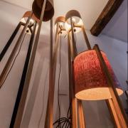 SLanke-Staande-lamp-handgemaakt-van-hout-Erik-Hoedemakers-Goeters.-