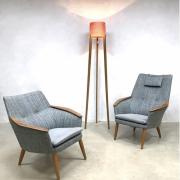 Slanke-staande-lamp-van-hout-moeraseiken-