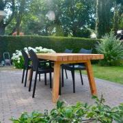 Grote houten tuintafel Goeters