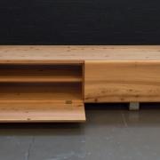 TV meubel hout met RVS poot en kleppen GOeters