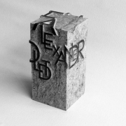 Gedenkobject met handgehakte letter Humboldt Goeters