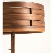 Detail van lampenkap notenhout gebogen Goeters